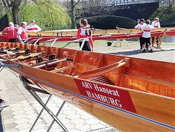 Anrudern im April mit altersgemischten Bootsbesatzungen – das Los entscheidet